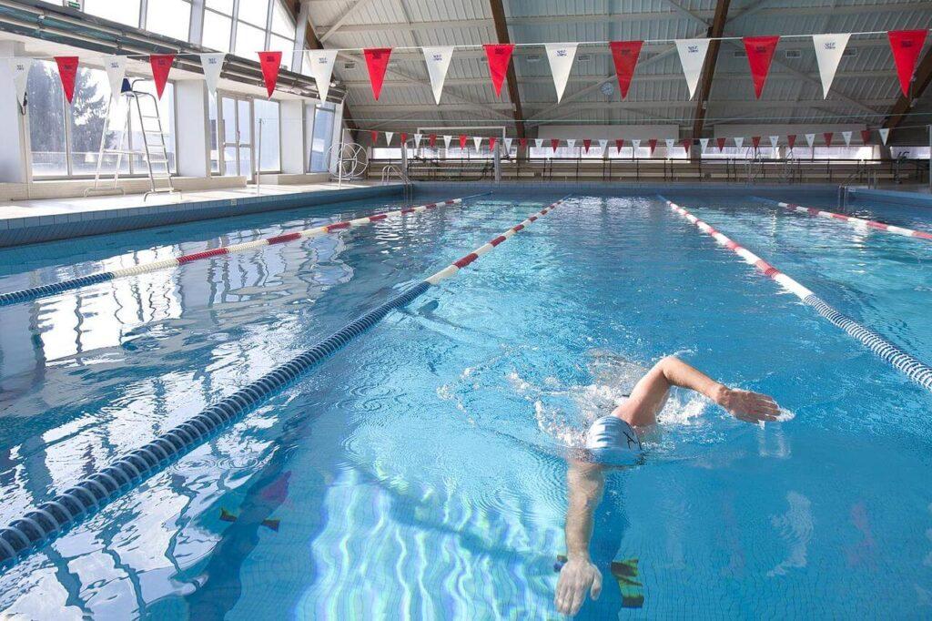 Quel sport choisir pour perdre du poids ? natation